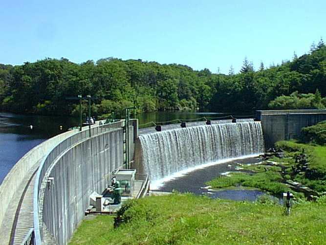 Barrage de Kerne Uhel à Trémargat blavet2