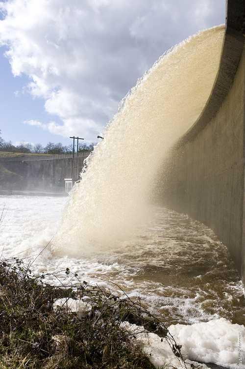 Barrage de Kerne Uhel à Trémargat blavetdeversoir2