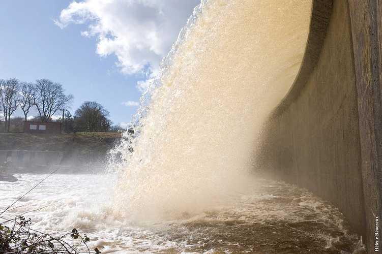 Barrage de Kerne Uhel à Trémargat blavetdeversoir3